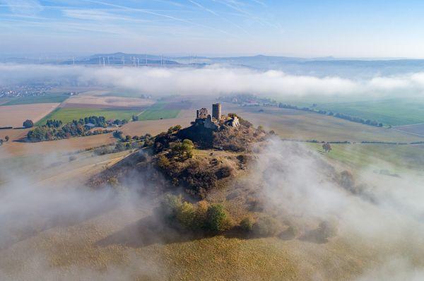 """Luftaufnahme """"Desenberg im Wolkengewand"""""""