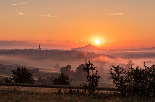 Sonnenaufgang am Desenberg