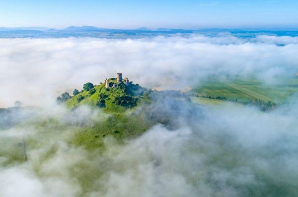 """Luftaufnahme """"Desenberg im Sommer-Wolken-Gewand"""""""