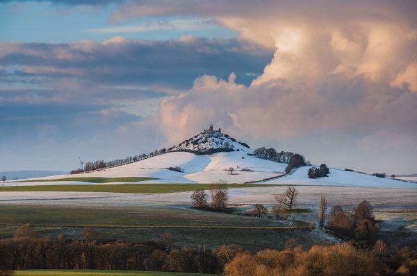 Der Desenberg in winterlicher Umgebung
